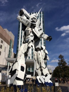 Enormous Gundam statue.